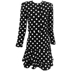Preowned Carolyne Roehm Black And White Polka Dot Strapless Dress And... (1.925 BRL) ❤ liked on Polyvore featuring dresses, day dresses, white, black white dress, sleeved dresses, black and white long sleeve dress, black and white strapless dress and black and white dress