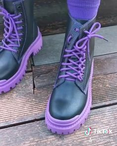 Ways To Lace Shoes, How To Tie Shoes, Lace Up Shoes, Cute Shoes, Leather Shoe Laces, Tieing Shoe Laces, Leather Boots, Ways To Tie Shoelaces, How To Lace Converse
