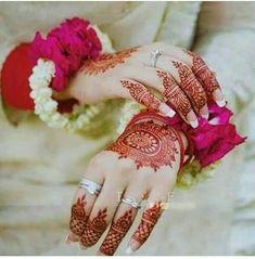 Modern Henna Designs, Mehndi Designs Book, Simple Arabic Mehndi Designs, Wedding Mehndi Designs, Latest Mehndi Designs, Pakistani Mehndi Dress, Bridal Mehndi Dresses, Pakistani Fashion Party Wear, Nikkah Dress