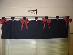 Clutter-Free Classroom: Cowboy / Western Theme- Use a different color to dress up the red curtains already in the room? Classroom Layout, Classroom Themes, Classroom Organization, Classroom Management, Western Theme, Western Decor, Cowboy Western, Cowboy Theme, Texas Home Decor