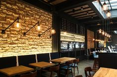 Napoleon Food & Wine Bar: Its cosy and easy-going atmosphere is supported by a beautiful interior design.