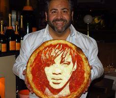 Pizzeria Owner Turns Pies into Stunning Celebrity Portraits #pizza #Rihanna #art #foodart #Glasgow #Scotland