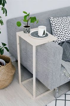 In truly tiny apartments, it's not uncommon for renters to forego the traditional coffee table simply to squeeze in a little more seating. To solve your insufficient surface area woes, DIY one of…More #SmallLivingRooms
