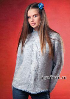 Светло-голубой пуловер с широкой косой. Вязание спицами