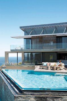 我們看到了。我們是生活@家。: 在海岸邊的泳池旁享受陽光!