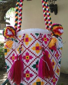 Mochila Wayuu multicolor tiznada. Mayo 1-01.
