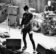 The legend Johnny Marr live at the Liquid rooms. #johnnymarr #liquidrooms #bnw #bnw_life #blackwhite #livemusic #blackandwhitephotography #blackandwhite by doigy