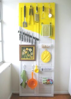 Shutter door (or even a wooden board?) to organize kitchen tools, free-standing! Renters Solutions: DIY Door Organizer for a Tiny Kitchen — C. Hanging Storage, Diy Storage, Organization Hacks, Storage Ideas, Kitchen Organization, Extra Storage, Vertical Storage, Storage Hacks, Organizing Ideas