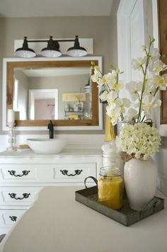 Vintage Farmhouse Bathroom Decor. Mixing modern and vintage decor made easy!