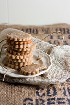 homemade honey graham crackers (also bet they're great crushed for your best cheesecakes and key lime pies) Baking Recipes, Cookie Recipes, Honey Recipes, Honey And Cinnamon, Cinnamon Butter, Graham Crackers, Creme, Sweet Tooth, Sweet Treats