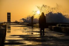 Dizem que o sol voltou #streetphotography #p3top #igersopo #igersdoporto #igersportugal #achadosdasemana #preguicamagazine #oh_mag #chiquesnourtemo #gramapt #photooftheday #travelphotography #travel #visitporto #sunset by insanopt http://ift.tt/1QXGkJx