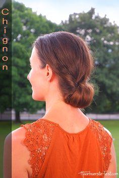 Einen Chignon zu zaubern ist super einfach. Mit dieser Anleitung gelingt er dir im Handumdrehen ... Quick Work Hairstyles, Elegant Hairstyles, Super Simple, School, Tutorials