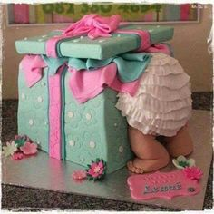 Whether you are going to order or bake your baby shower cake, you will need some inspiration! We have collected 25 baby shower cake ideas just for you! Baby Cakes, Baby Shower Cakes, Tortas Baby Shower Niña, Baby Shower Pasta, Gateau Baby Shower, Idee Baby Shower, Fiesta Baby Shower, Shower Bebe, Girl Shower
