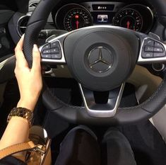 My jeep has the same design 3008 Peugeot, Peugeot 205, My Dream Car, Dream Cars, Girls Driving, Moto Cross, Lux Cars, Car Pictures, Photos