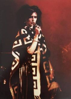I love Siouxsie so much 💘 Siouxsie Sioux, Siouxsie & The Banshees, 80s Goth, Riot Grrrl, New Romantics, Ice Queen, Female Singers, Music Is Life, Aliens