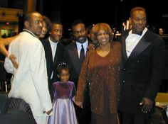 Luther Vandross with Cissy Houston Male R&b Singers, Soul Singers, Luther Vandross, Cissy Houston, Nova Jersey, Whitney Houston, Always And Forever, Bobby, The Voice