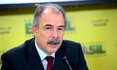 Mercadante anuncia 250 mil novas vagas no Fies