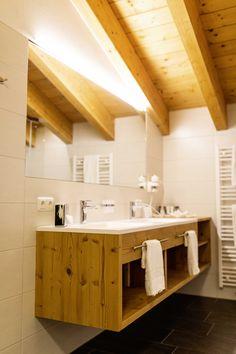 Superior Komfort in den Plattenhof Suiten & Zimmern in Lech Superior Hotel, Vanity, Rooms, Bathroom, Double Room, Dressing Tables, Bedrooms, Washroom, Powder Room