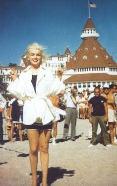 Marilyn Monroe beach scene in Some Like it Hot