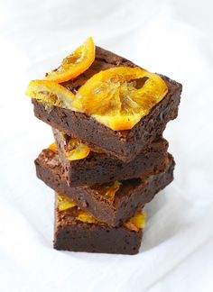 dark chocolate and orange brownies (topped with candied orange slices) | ahappyfooddance.com