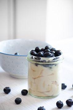 Hast du in der Diät Lust auf etwas Süßes - und suchst nach einem kalorienarmen, leckeren Snack? Dann ist dieses Rezept für Low Carb Pudding perfekt für dich geeignet! Proteinreich, fettarm, sättigend und super lecker - außerdem vegan und richtig einfach zu machen.