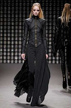 66 Ideas For Fashion Design Dress Gareth Pugh Dark Fashion, Gothic Fashion, Trendy Fashion, High Fashion, Womens Fashion, Cyberpunk Mode, Cyberpunk Fashion, Gareth Pugh, Mode Sombre