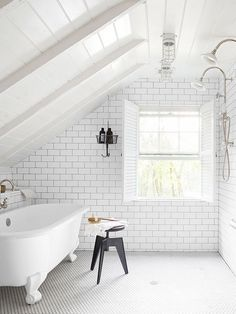 10 Bathroom Lighting Ideas to Make You Look Your Best via @MyDomaine
