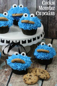 Cookie Monster is cute enough on his own. Decorate a cupcake like him and that cuteness moves to a whole new level. Cookie Monster Chocolate Cupcakes CUPCAKE RECIPE Cupcake Ingredients: 1 C Flour 2 [. Cookie Monster Cupcakes, Cupcakes For Boys, Birthday Cupcakes, Simple Cupcakes, Birthday Parties, Mini Desserts, Easy Desserts, Delicious Desserts, Baking Cupcakes