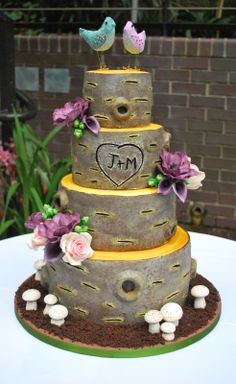Tree trunk wedding cake #london #weddingcake #wedding #treecake #sugarflowers #birdcaketoppers