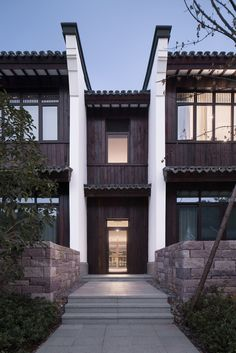 Image 9 of 33 from gallery of Hangzhou Ya Gu Quan Shan Hotel & The Architectural Design and Research Institute of Zhejiang University. Photograph by Zhao Qiang Asian Architecture, Architecture Design, Chinese Courtyard, Modern Entrance, Modern Colonial, Bali, Interesting Buildings, Hangzhou, Facade House