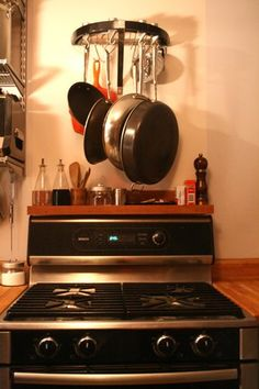 Shelf over the stove and rack to hang everyday pans on Cozy Kitchen, New Kitchen, Kitchen Decor, Kitchen Timers, Pot Rack, Organization, Organizing, Apartment Therapy, Home Kitchens