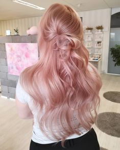 Try easy Rose Gold Hair Color 236861 40 Rose Gold Hair Color Ideas Dark & Light Shades using step-by-step hair tutorials. Check out our Rose Gold Hair Color 236861 40 Rose Gold Hair Color Ideas Dark & Light Shades tips, tricks, and ideas. Cabelo Rose Gold, Rose Gold Hair Blonde, Rose Pink Hair, Blonde Pink, Peach Hair, Gold Hair Colors, Hair Color Pink, Pelo Color Vino, Pastel Pink Hair