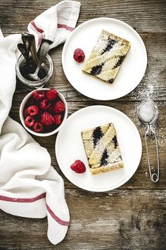 Crostata ai lamponi e pistacchi - Raspberry tart with a pistachio Crust Easy Tart Recipes, My Recipes, Sweet Recipes, Cooking Recipes, Italian Recipes, Köstliche Desserts, Delicious Desserts, Dessert Recipes, Yummy Food