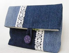 Have a pair of jeans that you no longer love? Here are some ways you can repurpose old jeans and turn them into awesome and handy crafts. Diy Jeans, Recycle Jeans, Upcycle, Jean Crafts, Denim Crafts, Jean Purses, Purses And Bags, Denim Handbags, Denim Purse