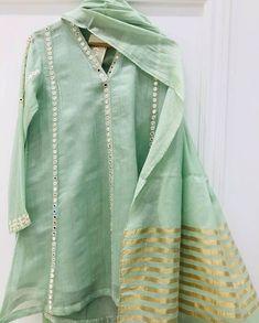 Frock Design, Fancy Dress Design, Stylish Dress Designs, Designs For Dresses, Pakistani Party Wear Dresses, Simple Pakistani Dresses, Pakistani Fashion Casual, Pakistani Dress Design, Pakistani Outfits