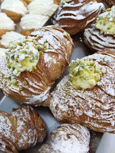 Pietro de Felice Pasticcere: Ricetta Aragostine - Code di Aragosta - Tutorial -... French Dessert Recipes, Italian Desserts, Mini Desserts, Cake Recipes, Scones, Italian Pastries, Biscotti, International Recipes, Snacks