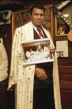 Former professional boxer Muhammad Ali holding photo of himself posing w singer Elvis Presley Trx, Elvis Presley, Karate, Muhammad Ali Boxing, Sting Like A Bee, Float Like A Butterfly, Star Wars, Sport Icon, Sports Figures