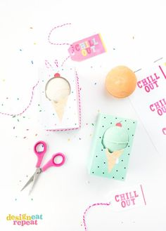 """Gift bath bombs in these adorable ice cream themed """"Chill Out"""" bath bomb gift boxes! Free printable."""