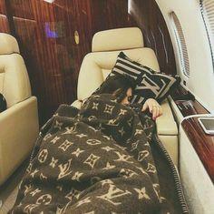 Die Erbin macht ein Nickerchen in ihrem Privatjet! Boujee Lifestyle, Luxury Lifestyle Fashion, Instagram Lifestyle, Luxury Fashion, Wealthy Lifestyle, 90s Fashion, Instagram Blog, Fashion Women, Freetime Activities