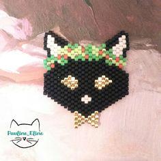 Comme je n'envisage même pas de déguiser Miette pour Noël (enfin, c'est surtout elle qui n'envisage pas, parceque moi, je serais plutôt open), je me rabats sur la version perles.... Et n'oubliez pas, le concours se termine ce soir! #jenfiledesperlesetjassume #catstagram #cat #chat #noel #christmas #miyuki #perleaddict #perles #brickstitch #motifpauline_eline