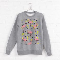 FLAMINGOS MEMPHIS SWEATSHIRTS  Seamless tropical pattern, pink flamingo on retro memphis background. Pop funny colors. From ink pen hand drawing by DesigndN.