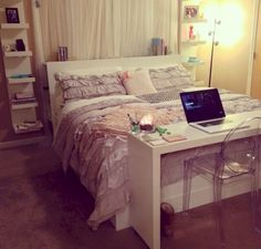 Nice 43 Minimalist Bedroom Decor Ideas for Small Apartment http://toparchitecture.net/2017/11/07/43-minimalist-bedroom-decor-ideas-small-apartment/