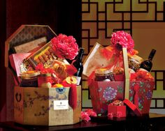 Kee Hua Chee Live!: MAY THE GOAT SCAMPER IN WITH HAMPERS FROM SHANGRI-LA KL HOTEL! THEY ARE THE BEST IN TOWN! SO IF YOU HAVE BEEN A GOOD BOY OR GIRL, YOU SHOULD BE GETTING ONE. IF NOT, BUY ONE YOURSELF AND PAMPER YOURSELF!
