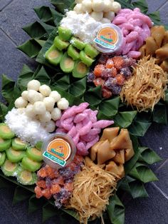 Jajan pasar Indonesian Desserts, Indonesian Cuisine, Asian Desserts, Sweet Desserts, Thai Dessert, Dessert Buffet, Traditional Cakes, Asian Cooking, Food Festival