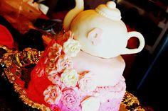 Teapot cake at a Tea Party #teaparty #teapotcake