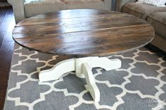 Round Pallet Coffee Table good instructions for cutting pallet boards into a circle. Use for clock project, coffee table and new top for nook table