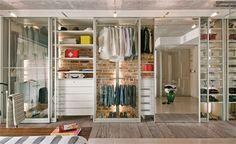 Closets com porta de vidro projetados por roberta lamacie