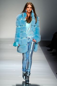 Blumarine Fall 2012 RTW - Review - Fashion Week - Runway, Fashion Shows and Collections - Vogue - Vogue
