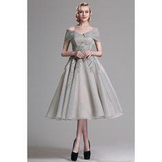 b187eea0a6ce Společenské půvabné šedé koktejlky s bohatou sukní a ojednnělými spadlými  rukávky Šaty Pro Svatební Družičky