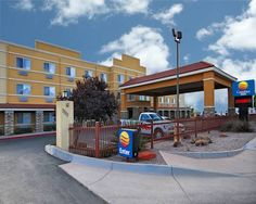 Comfort Inn Albuquerque Airport Albuquerque (New Mexico) The Comfort Inn Albuquerque Airport hotel offers easy access to the University of New Mexico and is less than one mile from the Albuquerque International Airport. This Albuquerque hotel is also convenient to Nob Hill, downtown and Isotopes Park.